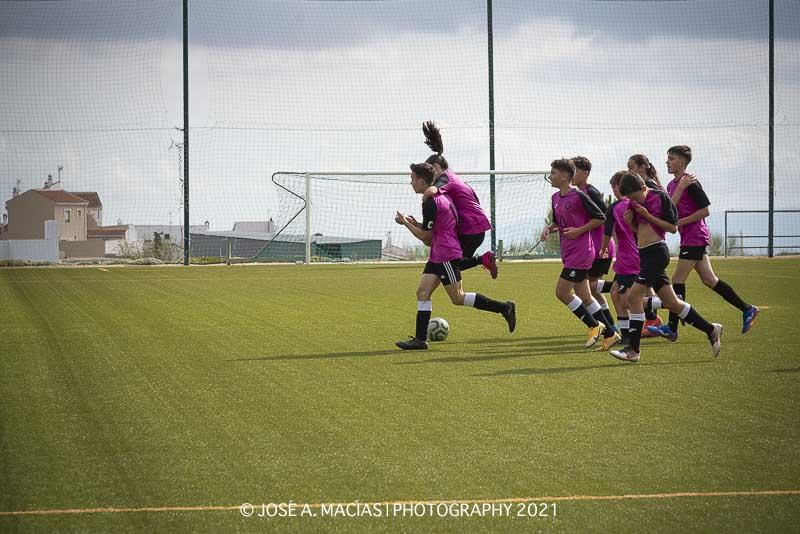 Jugadores celebran el gol de Curro del Cadete a de la Unión Deportiva Sierra de las Nieves frente al Alhaurín de la Torre